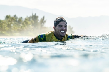 2014 World Champion Gabriel Medina (BRA) is now a 2X World Champion and his first Pipe Masters title after winning the final of the 2018 Billabong Pipe Masters at Pipeline, Oahu, Hawaii, USA.